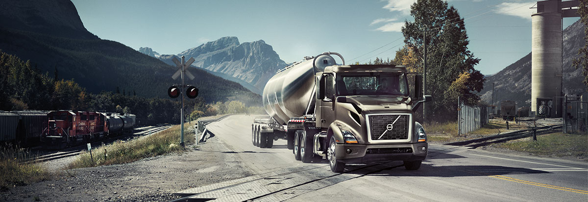 Volvo Trucks VNR Bulk_Hero