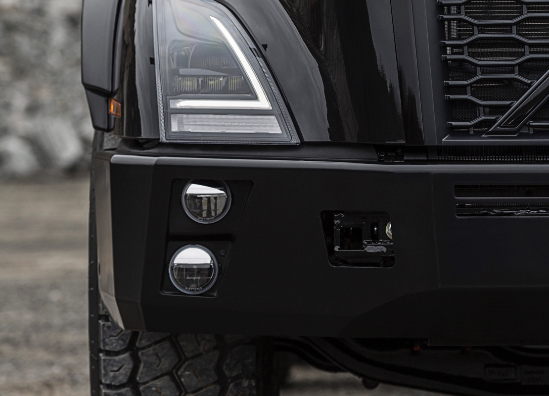 The rugged VNX bumper features a heavy-duty tow pin and center tow frame that equalizes forces to the chassis.
