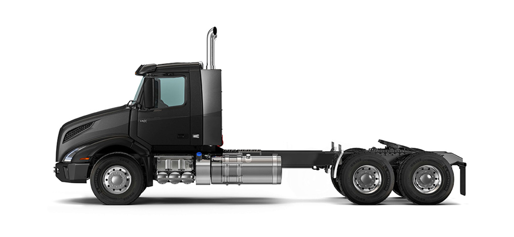 The VNX 300 provides muscle and maneuverability for local heavy-haul applications.