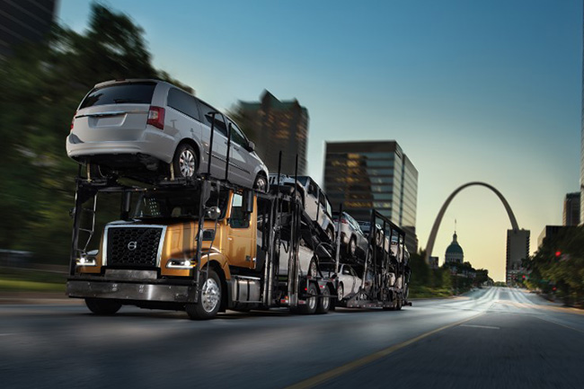 Volvo-Trucks-Auto-Hauler-VAH carrying cars 650x433